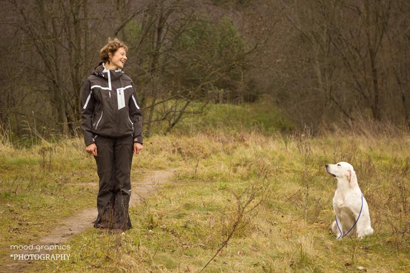 Tarp vedlio ir šuns turi būti ne mažesnis nei 3 žingsnių atstumas, teisėjui leidus vedlys turi pasikviesti šunį pas save